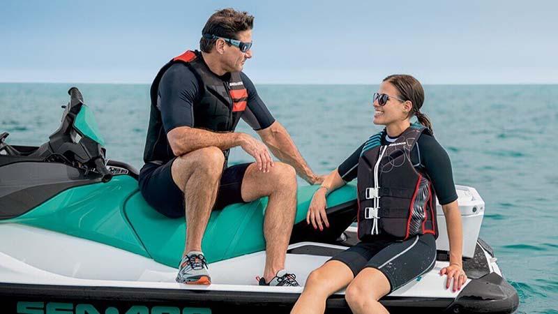 Floatation belt vs snorkeling vest