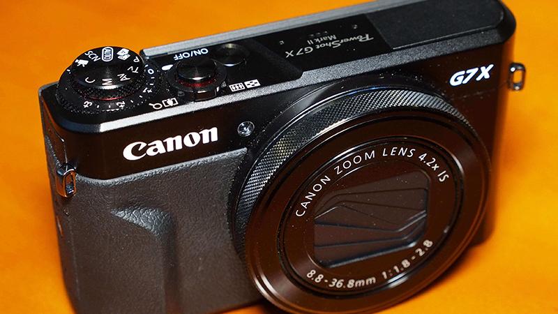 Canon Powershot G7 X Mark II Design 1
